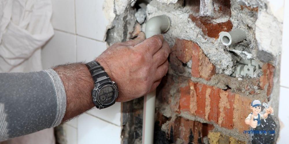 אבי אינסטלציה אינסטלטור ברחובות תיקון רטיבות בקיר