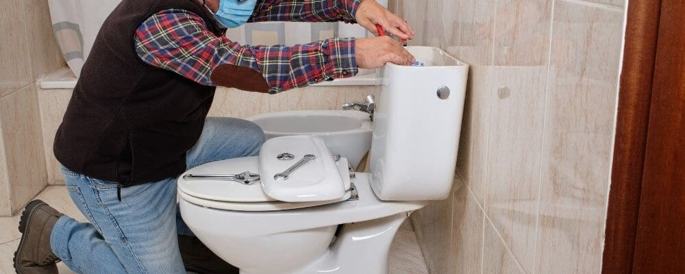 תיקון נזילה בשירותים אבי אינסטלציה אינסטלטור